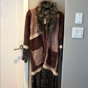 long knitted sweater with detachable fur neck